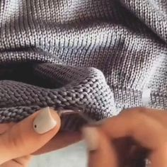 Knitting Help, Knitting Videos, Easy Knitting, Knitting Socks, Baby Knitting Patterns, Knitting Designs, Sewing Techniques, Knit Crochet, Knitted Rug