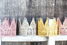 DIY GLITTER LACE CROWN (via http://blog.hwtm.com/2012/11/diy-tutorial-glitter-lace-crowns/)
