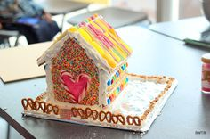 How to make a Gingerbread House (Baking Makes Things Better) Make A Gingerbread House, Us Foods, Wellness, Baking, Cake, Desserts, Recipes, School, Tailgate Desserts