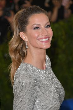 The 2017 Met Gala Beauty Looks That Will Go Down in the History Books Gisele Bundchen Gisele Bundchen, Easy Hairstyles, Wedding Hairstyles, Undone Look, Celebrity Makeup Looks, Glamour, Jessica Biel, Girls Makeup, Beauty Hacks