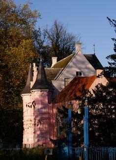 Het roze kasteel. In voormalig Land  van Ooit.