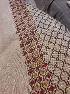 Cute Cross Stitch, Cross Stitch Flowers, Cross Stitch Designs, Cross Stitch Embroidery, Cross Stitch Patterns, Knitting Patterns, Cross Stitch Cushion, Hand Embroidery Patterns Flowers, Beaded Shoes