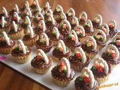 Do upečených košíčků dát trošku marmelády. Pokud máte košíčky vysoké, může být i višeň. Salko předem... Bulgarian Recipes, Croatian Recipes, Candy Drinks, Edible Cookies, Mini Tortillas, Make Ahead Desserts, Baking Basics, Cookout Food, Mini Tart