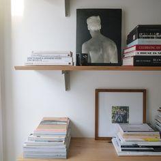 @ justinchung  Instagram Inspiration // itchban.com Floating Shelves, Desk, Simple, Instagram Posts, House, Inspiration, Furniture, Home Decor, Beauty