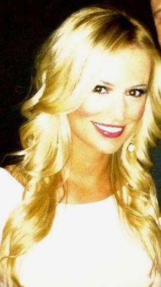 She's so stinkin' pretty. Love Emily Maynard.