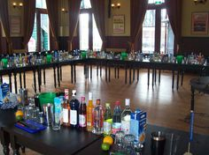 Cocktailworkshop, dit is de opstelling voor een workshop van 60 personen. Www.shakecocktailservice.nl