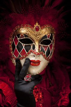 Venice at Carnival Gallery : Jim Zuckerman Venetian Carnival Masks, Carnival Of Venice, Venetian Masquerade, Masquerade Party, Masquerade Masks, Venitian Mask, Pierrot Clown, Costume Venitien, Venice Mask