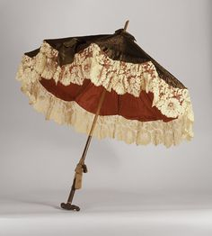 Victorian figured silk parasol, Courtesy of LACMA Collections Online. 1880s Fashion, Victorian Fashion, Vintage Fashion, Vintage Dresses, Vintage Outfits, Vintage Clothing, Vintage Accessoires, Vintage Umbrella, Vintage Fans