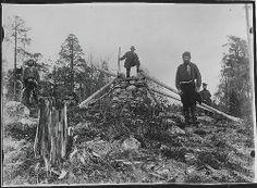 Fire menn på Treriksrøysa. Grensen mellom Norge, Finland og Russland. NMFF.002143. Wessel, Ellisif Rannveig.