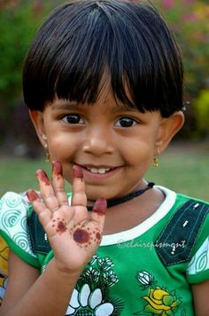 ¿ Qué tienes en la mano ?. Eyes of the world - India