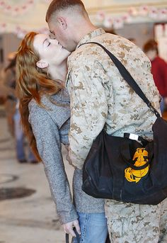 homecoming kisses are the best :) Military Marriage, Military Relationships, Military Families, Military Girlfriend, Military Love, Usmc, Marines, Soldiers Coming Home, Marine Love