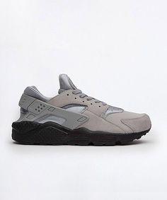 24123cd7c2c Nike Huarache Run SE Trainer