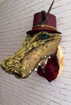M. Crocs Faux crocodile de taxidermie par SwankyEgg sur Etsy