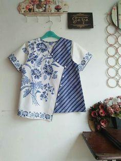 Batik Kebaya, Batik Dress, Batik Fashion, Ethnic Fashion, Kurti Neck Designs, Blouse Designs, Blouse Batik Modern, Batik Blazer, Baby Dress Design