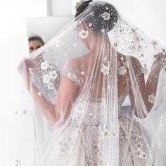 Beautiful Wedding Gowns, Magical Wedding, Wedding Veil, Beautiful Bride, Wedding Dresses, Bridal Veils And Headpieces, Bridal Gowns, Wedding Gown Ballgown, Luxury Wedding