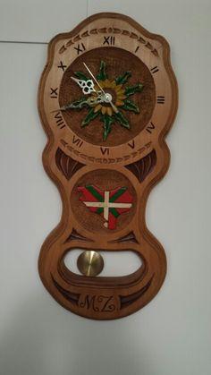 Reloj tallado en aya baporizada
