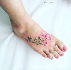 Stunning Foot Tattoo Designs To Conquer Your Heart; Tattoos On Foot ;Stunning Foot Tattoo Designs To Conquer Your Heart - Cute Hostess For Modern Women Watercolor Foot Tattoo, Floral Foot Tattoo, Small Foot Tattoos, Flower Tattoo Back, Flower Tattoos, Painting Tattoo, Feather Tattoos, Body Painting, Tattoos For Women Flowers