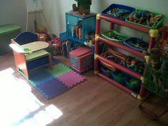 Para organizar el cuarto de un niño en preescolar no hay nada mejor que cajas y cajas y cajas. Economico y práctico.
