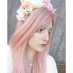 キャプション→ Lost bambi girl  • • • • • • • • • • • • • • • #makeup #magical #pastelhair #flowercrown #bambi #morigirl #森 #colorhair #unicorn #freckles #forest #alternativegirl #alternativehair #flowers #pinkhair #pastelfashion #ootd #lookoftheday #photooftheday #paleskin #prettypale #girl #mytinyatlas #follow #igersportugal #agameoftones #love #longhair #redhead #ginger ユーザー→kanashi.bunny 場所→
