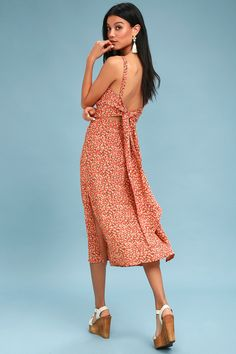 Add a floppy hat to the Faithfull the Brand Katergo Coral Pink Floral Print Backless Midi Dress, and you've got the perfect sunny day look! Tank straps top an apron neckline, and darted bodice made of breezy coral pink, beige, and green floral print woven rayon. Fitted waist and figure-skimming midi skirt with twin side slits, an adorable tying, open back. Hidden back zipper/clasp.