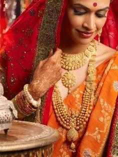 Actress Salony Luthra in bridal jewellery Big Indian Wedding, Indian Bridal, Bengali Wedding, Gold Jewelry Simple, Stylish Jewelry, Gold Mangalsutra Designs, Bridal Hairdo, Indian Jewellery Design, Indian Jewelry