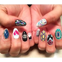 The #diamondsunleashed logo is two diamonds set on top of one another, forming a heart that symbolizes women's empowerment. The unbreakable @jaclynnbrennan wears it on her fabulous nails - what's your favorite way to wear it?