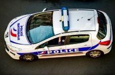 Un homme a été mortellement atteint par trois tirs d'arme à feu dans la nuit de vendredi à samedi, à Montpellier, et l'auteur présumé s'est ensuite présenté au commissariat, a-t-on appris de source policière.