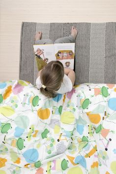 PENTIK - Sepi Duvet Cover | The cheerful Sepi bed linen adds colour to the kids' room. The Sepi pattern is designed by Liina Harju. The pattern is decorated with numerous things that are interesting to children: skateboards, kites, balloons… What else you can find?