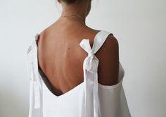 Ferragamo SS2016 -inspired DIY tie-strap off-the-shoulder top, full tutorial on http://contouraffair.blogspot.ae/2015/11/ferragamo-ss2016-inspired-off-shoulder.html