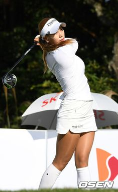 What Is the Correct Golf Swing? Golfers the world over are always in search of the perfect golf swing or the right golf swing. Girls Golf, Ladies Golf, Women Golf, Cute Golf Outfit, Golf 7, Lpga Golf, Golf Magazine, Sexy Golf, Golf Drivers