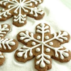 #Gingerbread #holidays #cookies #snowflakes #icing