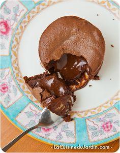 Fondant coulant au chocolat pour 2 personnes (sans farine et sans gluten) | http://www.lacuisinedujardin.com/recette/fondant-coulant-chocolat-2-personnes-sans-farine-gluten