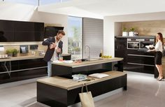 cuisine noire et bois laquée en style moderne