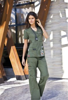 love these scrubs, wish I could wear green : ( Cute Medical Scrubs, Dental Scrubs, Scrubs Outfit, Scrubs Uniform, Receptionist Outfit, Green Scrubs, Office Outfits Women, Medical Uniforms, Womens Fashion For Work