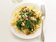Pasta with spinach, garbanzo beans, raisins ... {Dash Eating} low sodium, high protein and low fat