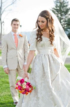 Elbow sleeve modest wedding dress  photo: Cascio Photo