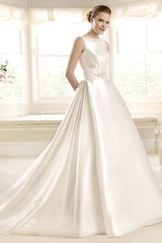 2013 Wedding Dresses A Line Scoop Court Train Satin