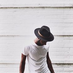 cool + casual in a classic white tee and fedora // menswear style + fashion Look Fashion, Mens Fashion, Fashion Styles, Mode Lookbook, Mode Man, Modern Hepburn, Outfits With Hats, Men's Outfits, Stylish Outfits