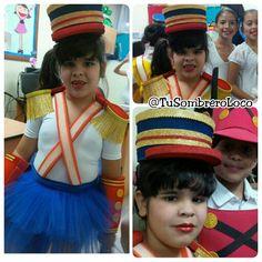 Hermosa soldadita con su #disfraz #sombrero #charreteras #muñequeras #tirantes #carnaval 2016 #actoescolar #colegio #eventoeducativo #PuertoOrdaz #comparsas #carnaval #arteengomaespuma