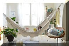 Turn your house into a creative home! I've always wanted an indoor hammock Indoor Hammock Bed, Diy Hammock, Hammock Ideas, Hammocks, Indoor Swing, Living Room Designs, Living Room Decor, Living Spaces, Living Room Hammock