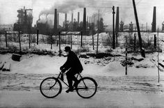 The atmospheric pollution was a consequence of the fast industrialization and the urban growth which began in the Magnum Photos Social Photography, Advanced Photography, Photography Workshops, Street Photography, Ian Berry, Marc Riboud, Susan Sontag, New China, French Photographers