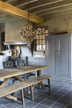 Cottage Kitchens, Farmhouse Kitchen Decor, Home Living Room, Kitchen And Bath, Entryway Tables, Kitchen Design, Home And Garden, House Design, Interior