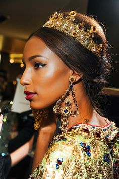 Baroque-chic is one of The Apple Models Team favourite AW13/14 trends. The Make-up is stunning and the head pieces are extravagant and delicious to look at!