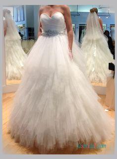 Sweetheart neck ruffles tulle ball gown wedding dress