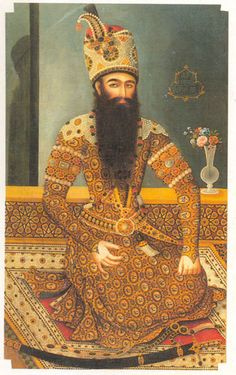 فتحعلیشاه نشسته، منتسب به میرزابابا و نقاش کمنام، تهران، حدود ۱۷۹۸، رنگ و روغن روی بوم، ۱۰۴.۱*۱۷۲.۷