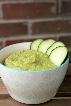 Dip crémeux de courgette crue - végétalien Vegan Sauces, Raw Vegan Recipes, Vegetarian Recipes, Cooking Recipes, Healthy Recipes, Yummy Snacks, Yummy Food, Tasty Bites, Vegan Recipes