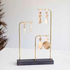 Earring Storage, Jewellery Storage, Jewellery Display, Jewelry Store Displays, Accessories Display, Concrete Crafts, Concrete Art, Earring Display Stands, Store Interiors