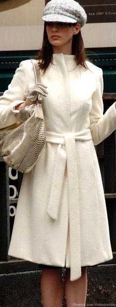 Anne Hathaway -- 'The Devil Wears Prada'♥✤ | Keep Smiling | BeStayBeautiful