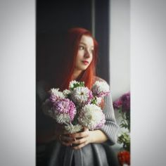 Elena Scrie chrysantemum, flower, bouquet, girl, redhead, artistic, red, redhair, gaze, young, gray, cozy Chrysanthemum Bouquet, Artistic Portrait, Cozy, Autumn, Flowers, People, Red, Blog, Fall Season