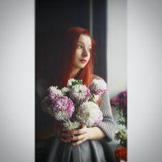 Elena Scrie chrysantemum, flower, bouquet, girl, redhead, artistic, red, redhair, gaze, young, gray, cozy